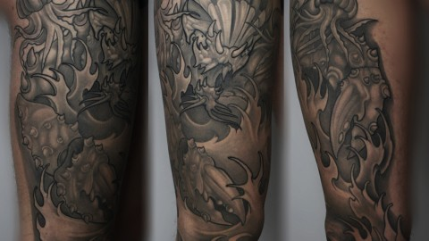 munich-tattoo-leg-crab-black-and-grey-renegolker