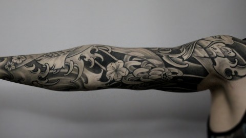 tattoo-fullsleeve-black-and-grey-for-men-japanese-chrysantheme-renegolker-voltfoltertattoostudio