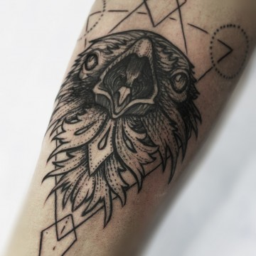 tattoo-münchen-geometric-for-men-crow-krähe-renegolker-voltfoltertattoostudio